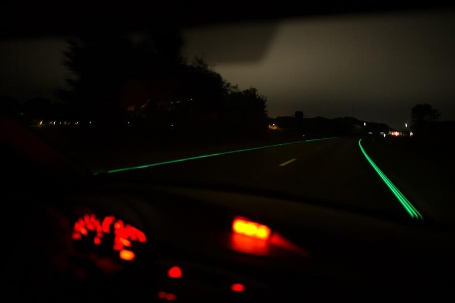 闇夜に光るオランダの高速道路2