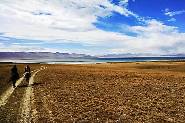 ソンクル湖、キルギス